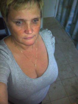 mary elizabeth larocque dating site